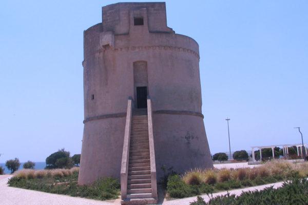 La torre di avvistamento costiera a Torre Suda